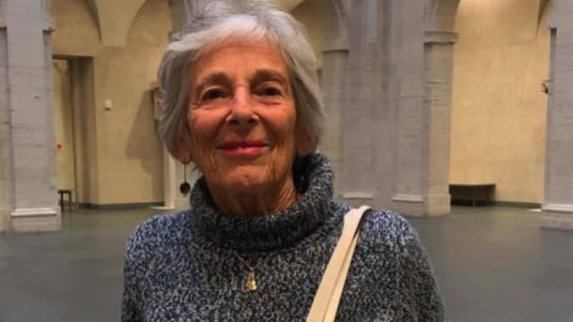 Photograph of Annette Samuels in the Harvard Art Museum