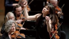 Sarah Hicks conducting the Minnesota Orchestra