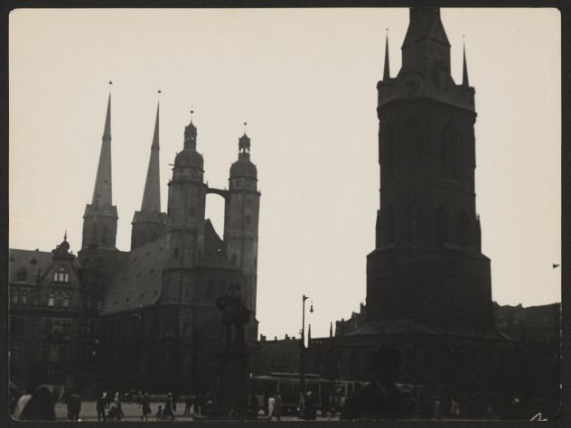 Halle Market with the Church of St. Mary and the Red Tower, 1929–30