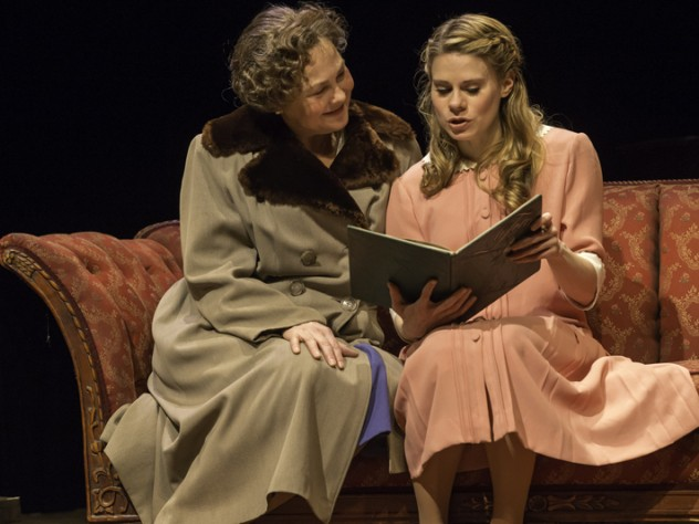 Cherry Jones as Amanda Wingfield and Celia Keenan-Bolger as Laura