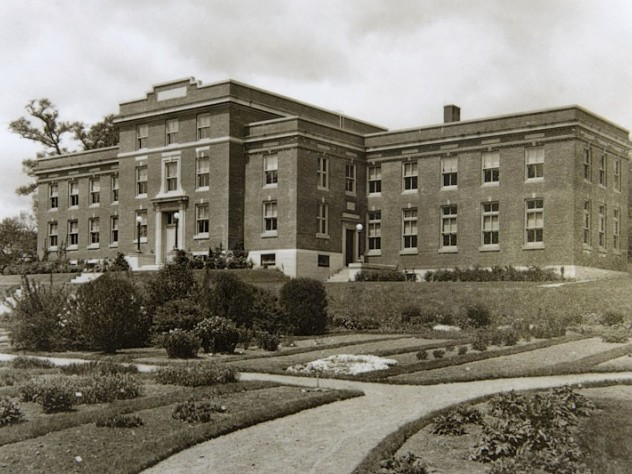 In 1956 to 79 Garden Street, vacated by the Gray Herbarium and renamed Kittredge Hall, where the Press leafs out today