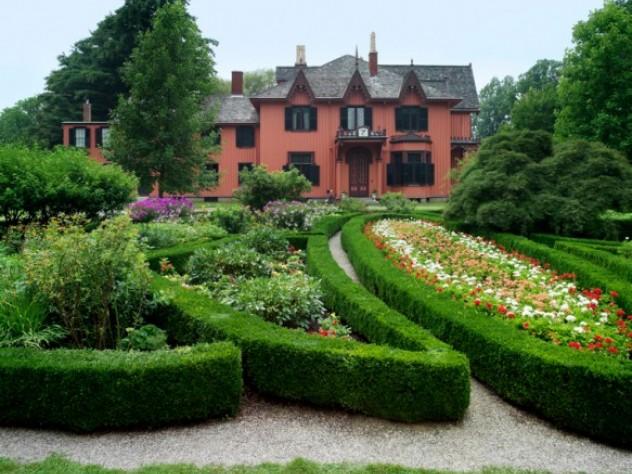 Roseland Cottage's manicured look