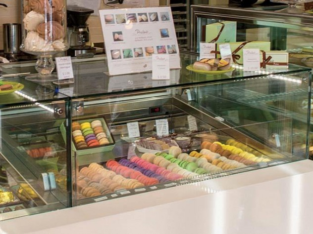 Praliné's French treats are laid out like jewels, under glass.