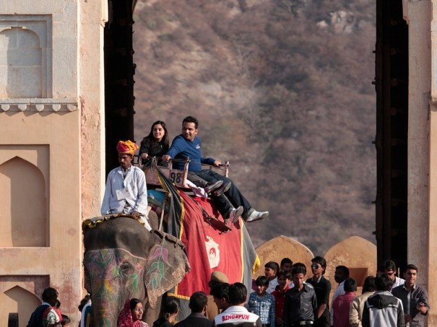 Elephant and <i>mahout</i> at work, at Amber Fort