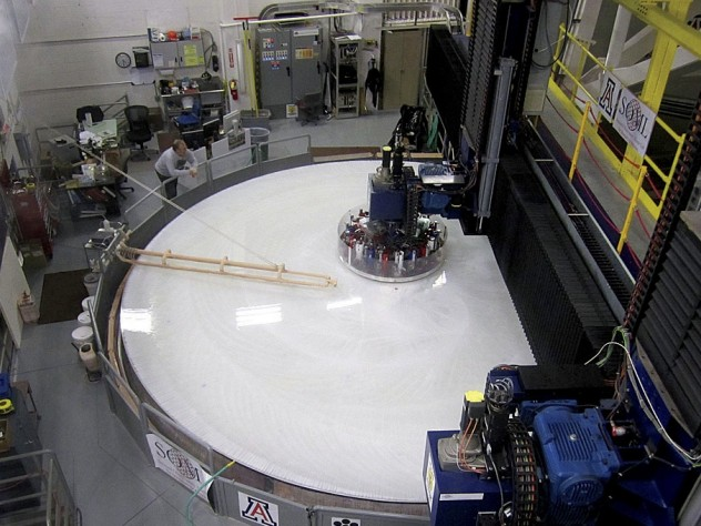 After the mirror glass is cooled and the structure is connected to its supports, the reflecting surface undergoes years of computer-controlled precision polishing and optical testing.