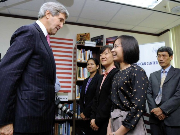 During his first visit to Vietnam as secretary of state, John Kerry met with Fulbright alumnae Tran Thuy Giang (at rear, of Tri Viet Consulting and Investment) and Dang Thi Manh (foreground, of Procter & Gamble Vietnam). Faculty members present included Le Thi Quynh Tram, M.P.A. '13 (center), and Pham Duy Nghia, a former Harvard Law School fellow (far right).