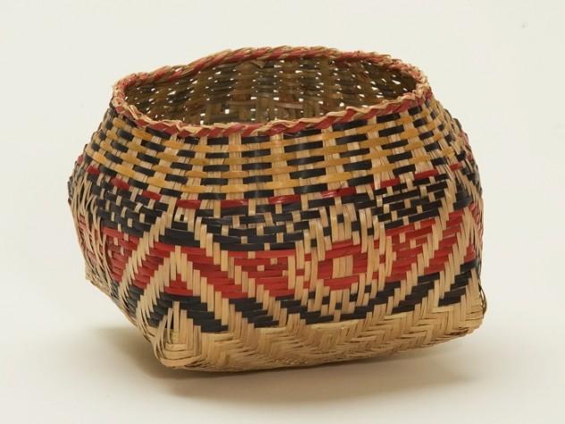 "A basket, signed ""Scarlett Darden 2002,"" by one of Clara Darden's descendants, displays an X with bull's-eye design pattern: ""Waxtik Kani."""