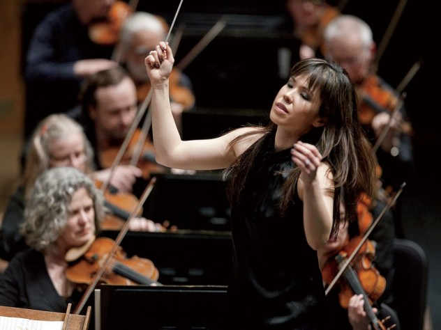 Sarah Hicks conducting the Minnesota Orchestra