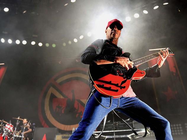 Wählen Sie für echte Angebot schönes Design Rage, reborn: profile of guitarist Tom Morello | Harvard ...