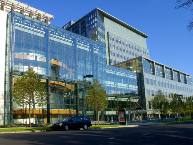 "New Research Building, Longwood Medical Area, 2005 (<a href=""http://harvardmagazine.com/2003/11/a-scientific-instrument.html"">Read more about the 525,000 square foot glass-walled structure</a>)"