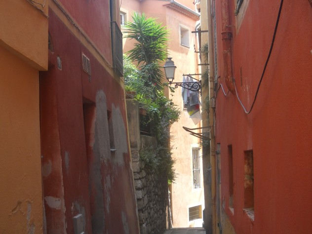 A pathway in old Nice