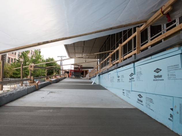 "The Prescott Street side of the museum includes a ramp that is an extension of the reverse ogee curve that transects the adjacent Le Corbusier-designed Carpenter Center. Architect Renzo Piano has referred to this effect as ""Le Corbusier putting his arm around the Fogg."""