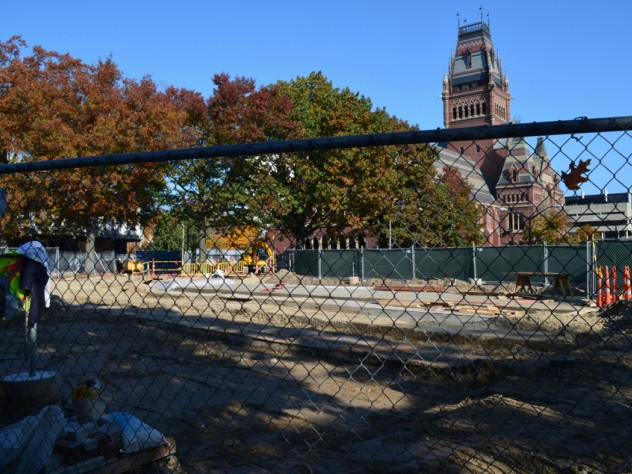 12. Construction in late October. The subsurface waterproofing repairs and installation of new utilities have been completed, and the plaza surface is taking shape.
