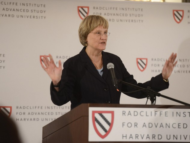 President Faust speaks at the cocktail reception.