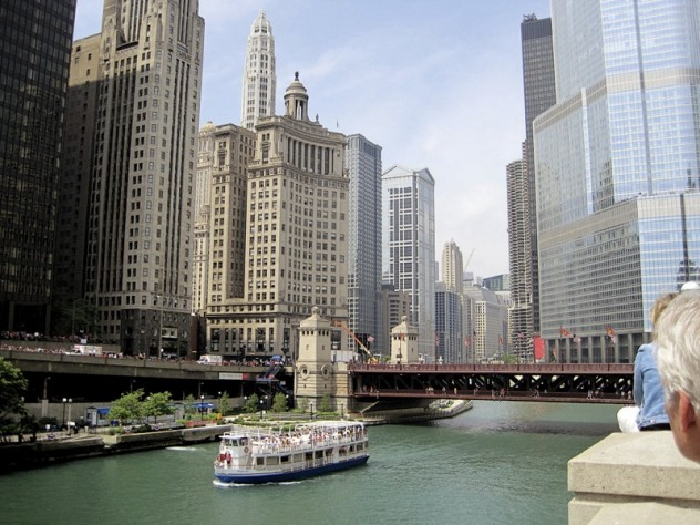 From old money and new glitz (the glass Trump Tower) at Michigan Avenue, below, to a different life in the Near South Side, close to the Loop