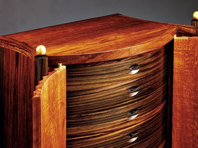 Detail a fluted cabinet