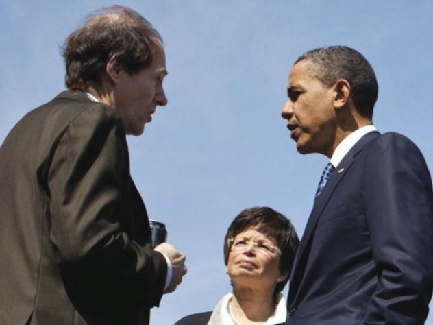 Regulatory overseer Sunstein and President Obama confer, 2011.