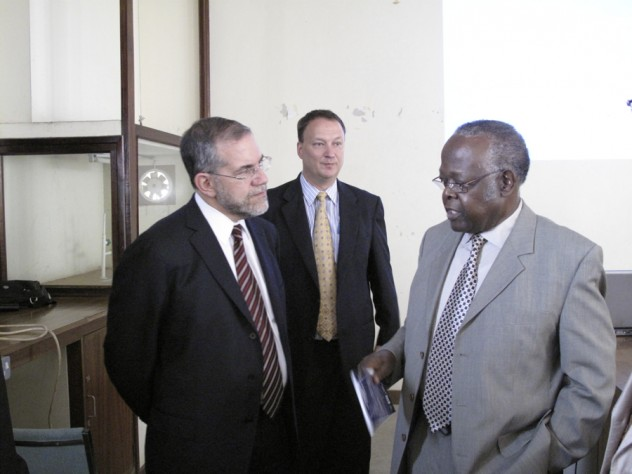 Provost Hyman and vice chancellor Kayanja talk after Hyman's lecture, as Bangsberg looks on.