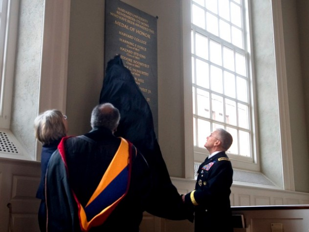 President Faust, Reverend Gomes, and General Casey view the new plaque honoring Harvard's Medal of Honor recipients.